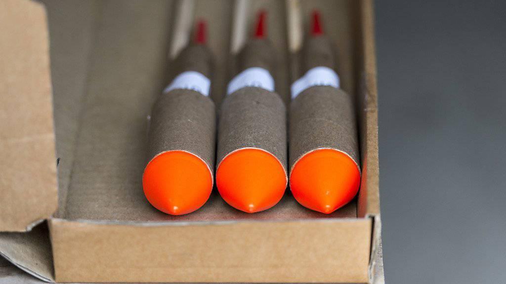 Hunderte solcher Raketen haben Polizisten in den Kellerabteilen von einem Berliner gefunden. (Symbolbild)