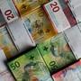 Mehr als 4,5 Millionen Franken wurden im Juli im Kanton Bern aus einem Geldtransporter gestohlen. Ein Täter ist geständig und bleibt im Kanton Solothurn in Untersuchungshaft. Die Spuren führen auch nach Tschechien.