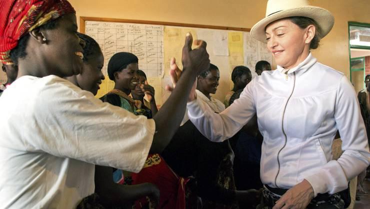 Madonna besucht Malawische Frauen
