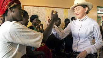 Madonnas Besuch in Malawi bringt nicht alle zum Lächeln.