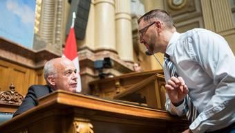 FDP-Nationalrat Hans-Peter Portmann (rechts) im Gespräch mit Bundespräsident Ueli Maurer.