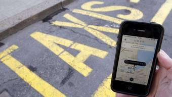 Statt Taxi-Standplätze eine Smartphone App von Uber (Symbolbild)