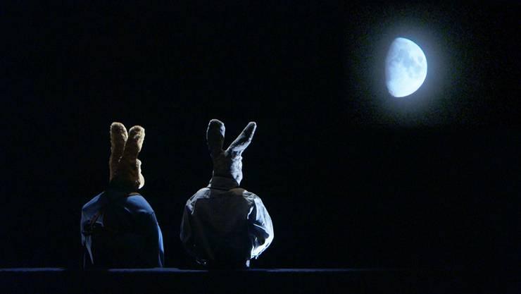 Aus den Eltern Max und Hedi werden harmlose Hasenpuppen – mit dieser Verfremdungstechnik wahrt Peter Liechti den Abstand zum Thema.HO