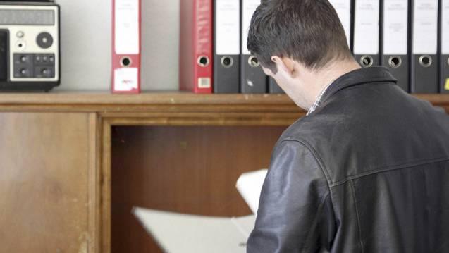 Die Polizei hat die Wohn- und Büroräume durchsucht. (Symbolbild)