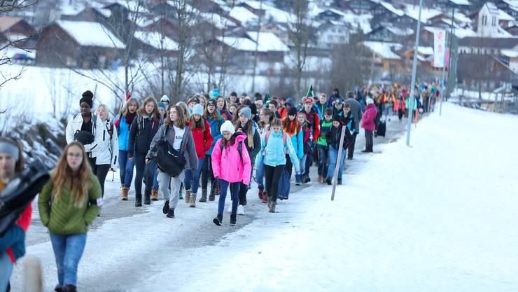 Die Jugendlichen dürfen sich auf eine Woche Ski- und Snowboardfahren in Lenk freuen.