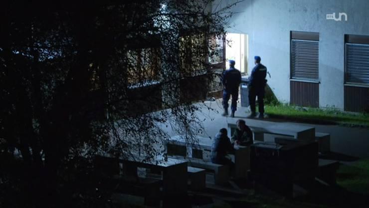Das Erstaufnahmezentrum Casa Torfeld in Buchs, wo auch jugendliche Flüchtlinge untergebracht sind, wird von Securitas-Angestellten überwacht.