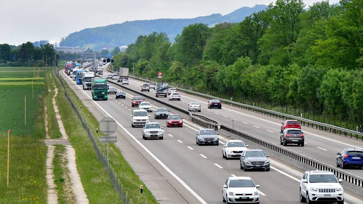 Die Autobahn soll ausgebaut werden. Im Bild: Die Profilierung auf der Höhe Niederbuchsiten. (Archiv)