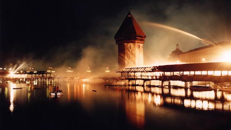 Die Luzerner Kapellbrücke wurde in der Nacht vom 17. auf den 18. August 1993 durch ein Feuer zerstört.