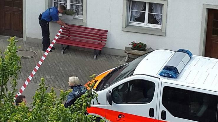 Verhaftungen im Raum Rafz: Die Polizei sperrte das Gebiet am Dienstag grossräumig ab.
