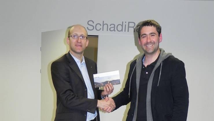 Matthias Grob verabschiedet und bedankt sich bei Philippe Gubler