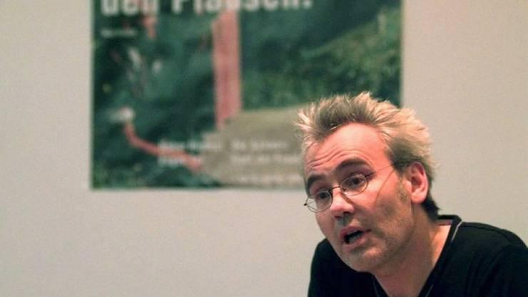 Hansjörg Schertenleib liest an der Frankfurter Buchmesse (Archiv/1998)