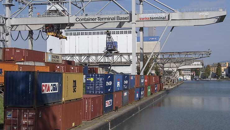 Das Hafenbecken 1 mit dem Containerterminal in Basel. (Archivbild)