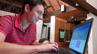 Florian Prokop hat die homepage «buy'n'help» technisch erstellt und überwacht die Kennzahlen. Wichtig war für ihn auch die Programmierarbeit, die eine Herausforderung darstellte.