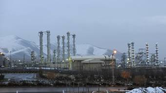 Der Schwerwasserreaktor im iranischen Arak. Er soll laut dem Atom-Abkommen umgebaut werden, und angereichertes Uran soll der Iran abgeben - letzteres hat das Land nun getan. (Archiv)