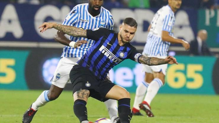 Johan Djourou (hier noch im Dress von SPAL Ferrara) bedrängt Inters Mauro Icardi