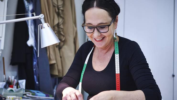 Christine Schönbächler ist Schneiderin in Solothurn. Zur Überbrückung der Krise verkauft sie Gesichtsmasken.