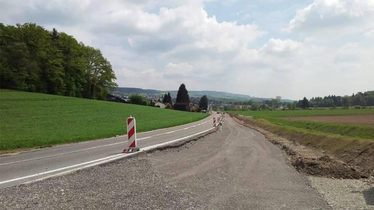 Radweg entlang der Niederrohrdorfstrasse – Verbindungsstrasse zwischen Fislisbach und Niederrohrdorf – während den Bauarbeiten.