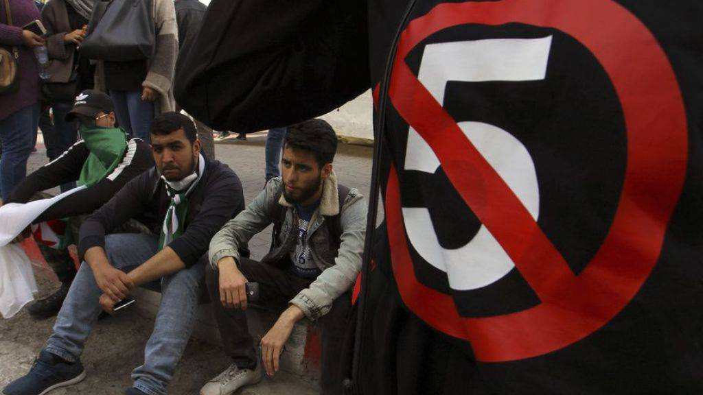 Hunderte Studenten protestierten auch am letzten Dienstag gegen eine fünfte Amtszeit des algerischen Präsidenten Abdelaziz Bouteflika. (Archivbild)