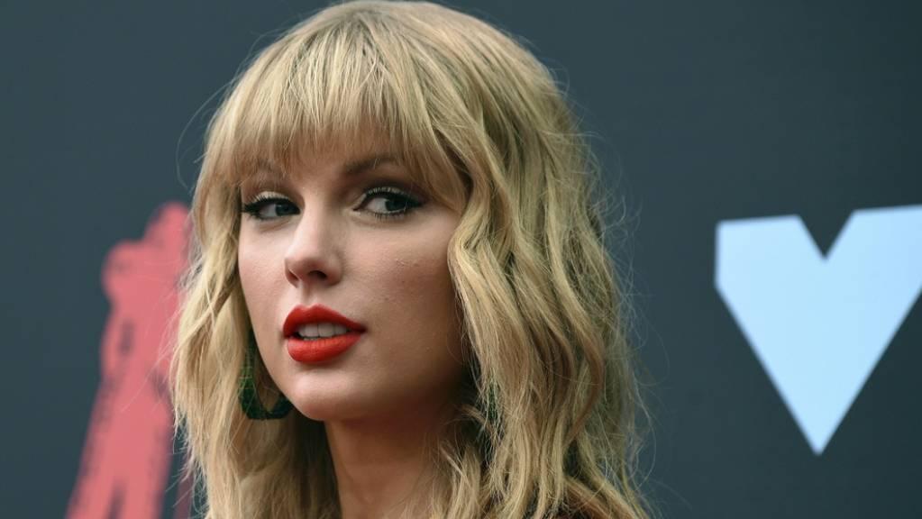 Sieht wieder klar: US-Sängerin Taylor Swift hat sich einer Augenoperation unterzogen.