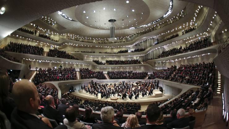 Der grosse Saal mit 2100 Sitzplätzen ist das Kern- und Prunkstück der vom Basler Architekturbüro Herzog und de Meuron gestalteten Elbphilharmonie in Hamburg.
