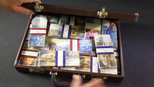 Die Betrüger verleiteten ihre Opfer dazu, grössere Geldsummen auf ausländische Bankkonten zu überweisen. (Symbolbild)