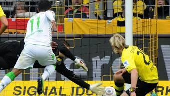 Gladbachs Raffael bezwingt BVB-Goalie Weidenfeller zum 1:0
