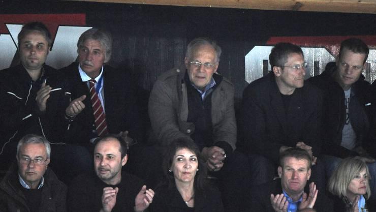 Selbst Bundesrat Schneider-Ammann war unter den Zuschauern (obere Reihe Mitte), neben Postregulator Marc Furrer.