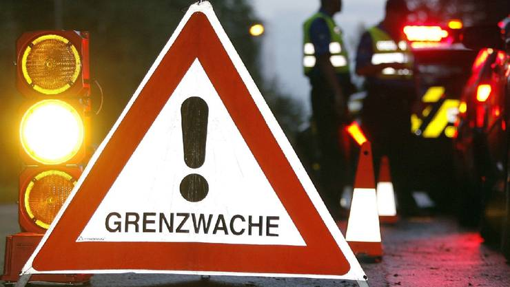 Die Basler Grenzwache schnappt zwei mutmassliche Diebe mit gefälschten Ausweisen. (Symbolbild)
