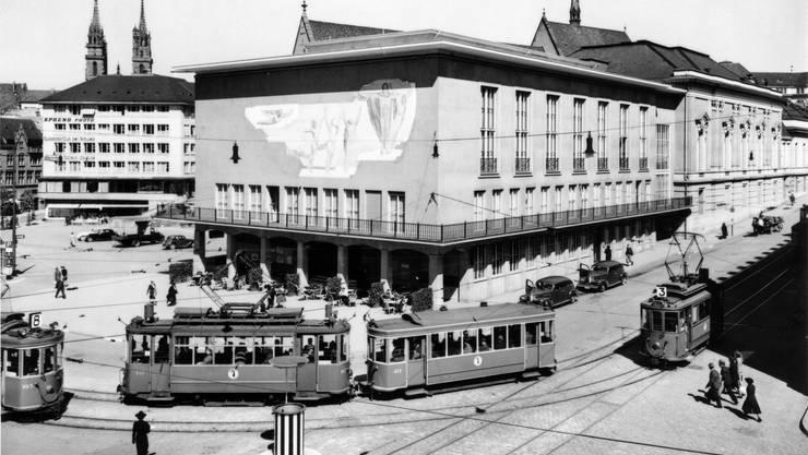 Der Barfüsserplatz in den 1940er-Jahren mit den bis heute gleich verlaufenden Tramlinien.
