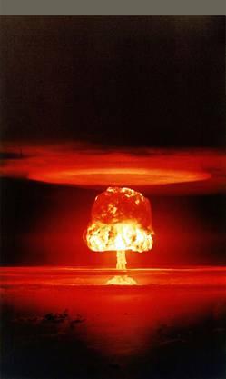 Die Menschheit könnte auf viele verschiedene Arten ausgelöscht werden. Wird die Welt in einem Atompilz verglühen? (Bikini-Atoll, 1954, Archiv)