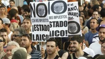Protest gegen den Papstbesuch in Madrid