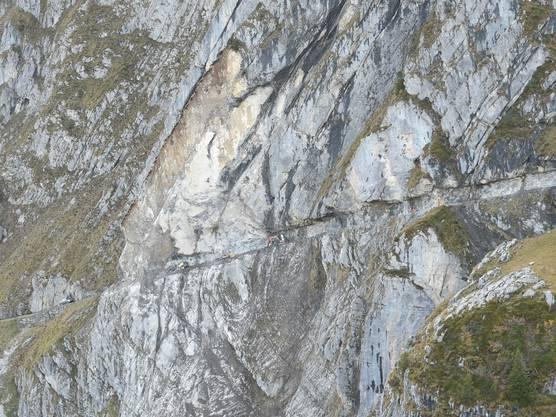 Der Felsenweg zwischen der Ruosalp und Alplen war nach dem Felssturz nicht passierbar.