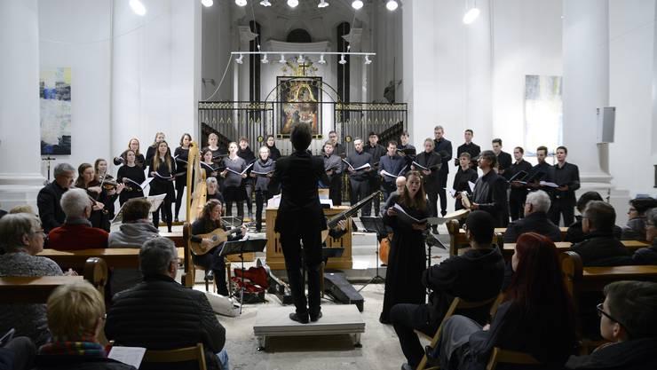 In «La Caduta de gl`Angeli» nämlich hatte der italienische Barockkomponist das biblische Thema des «Engelssturzes» aufgenommen.