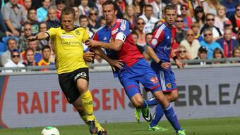 Vier Jahre sind verstrichen, seit Christoph Spycher (l.) und Marco Streller auf dem Platz um den Ball kämpften. Heute sind sie Sportchefs ihrer Klubs.