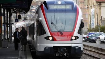 Die SBB will bei Regionalzügen Energie sparen. Damit sei es noch nicht getan, sagt ein Bahnexperte im Videointerview.