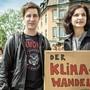 SP-Präsidentin Gabriela Suter gemeinsam mit Daniel Hölzle, Präsident der Aargauer Grünen, an einer Klimademo in Baden.