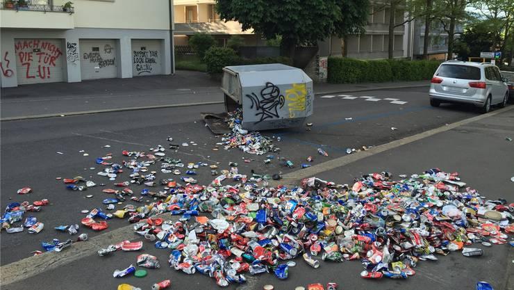 Hunderte Chaoten haben am Wochenende in mehreren Berner Wohnquartieren ein Bild der Verwüstung hinterlassen. Kapo Bern