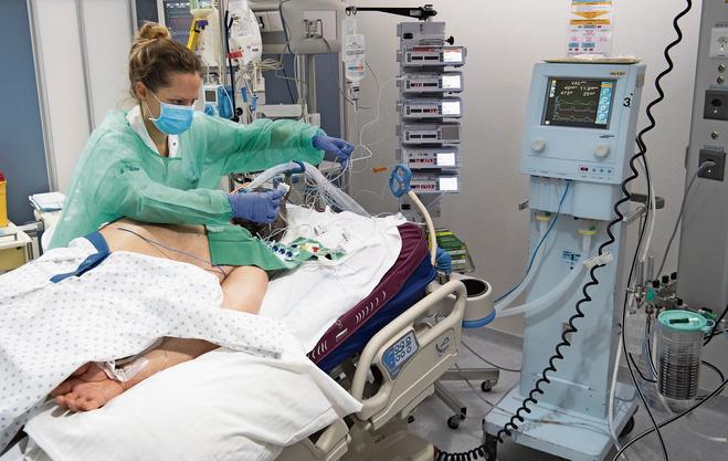 Braucht technisches Wissen: Eine Pflegefachfrau heute