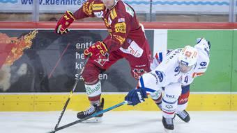 Langnaus Rückkehrer Eero Elo (links) kämpft gegen den Lion Patrick Geeriing