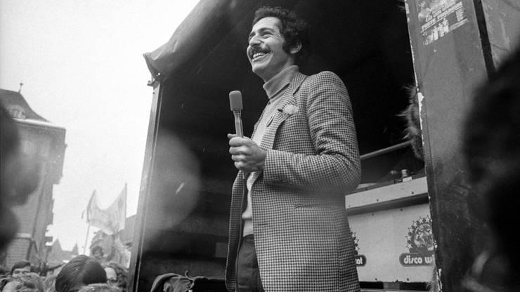 Roger Schawinski spricht vor der Menge, 26. Dezember 1979