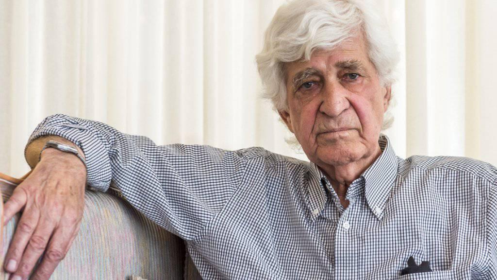Der Walliser Schriftsteller Pierre Imhasly ist am 17. Juni 2017 in Visp gestorben. Das Bild zeigt ihn 2015 am 20. Internationalen Literaturfestival Leukerbad (Archiv)