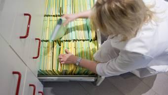 Statt auf Papier sollen Patientendaten künftig elektronisch erfasst werden - wenn der Patient damit einverstanden ist (Symbolbild)