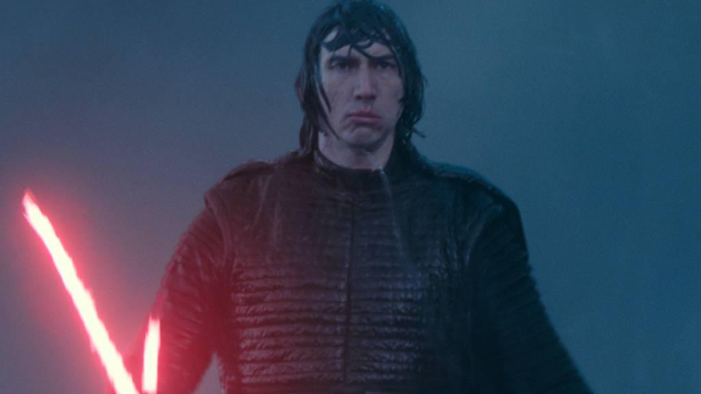 Der US-Unterhaltungskonzern Walt Disney hat die Produktion weiterer Episoden von Filmen wie «Star Wars» verschoben. Im Bild Adam Driver als Kylo Ren in einer Szene aus «Star Wars: The Rise of Skywalker.» (Archivbild)