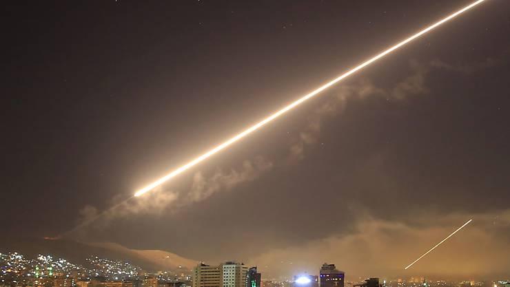 """Explosionen bei Damaskus: Die syrische Luftabwehr schoss am Freitagabend gegen """"feindliche Zeile"""". (Symbolbild)"""
