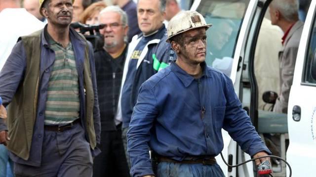 Gerettete Grubenarbeiter in Zentral-Bosnien