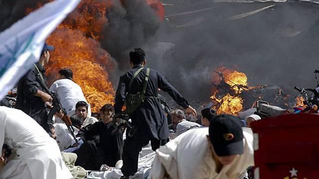 Selbstmordattentäter sprengt sich inmitten einer Prozession in die Luft
