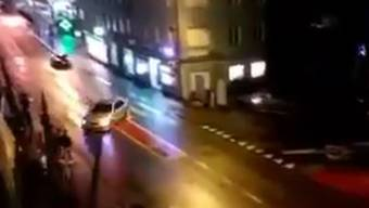 Dieses Videos des gefährlichen Manövers wurde auf Facebook veröffentlicht. Ein Mann kann sich einen Kommentar nicht verkneifen.