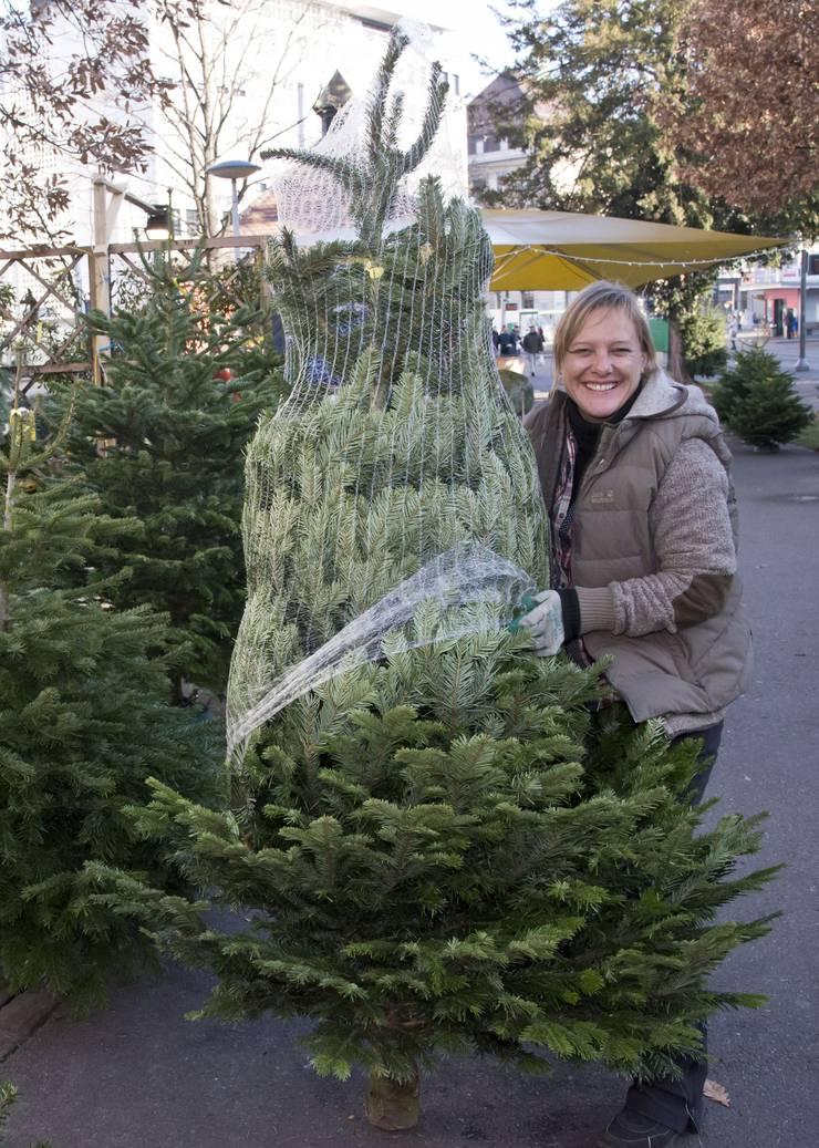 Noëmi Rutishauser kommt jeden Winter für den Baumverkauf nach Basel.