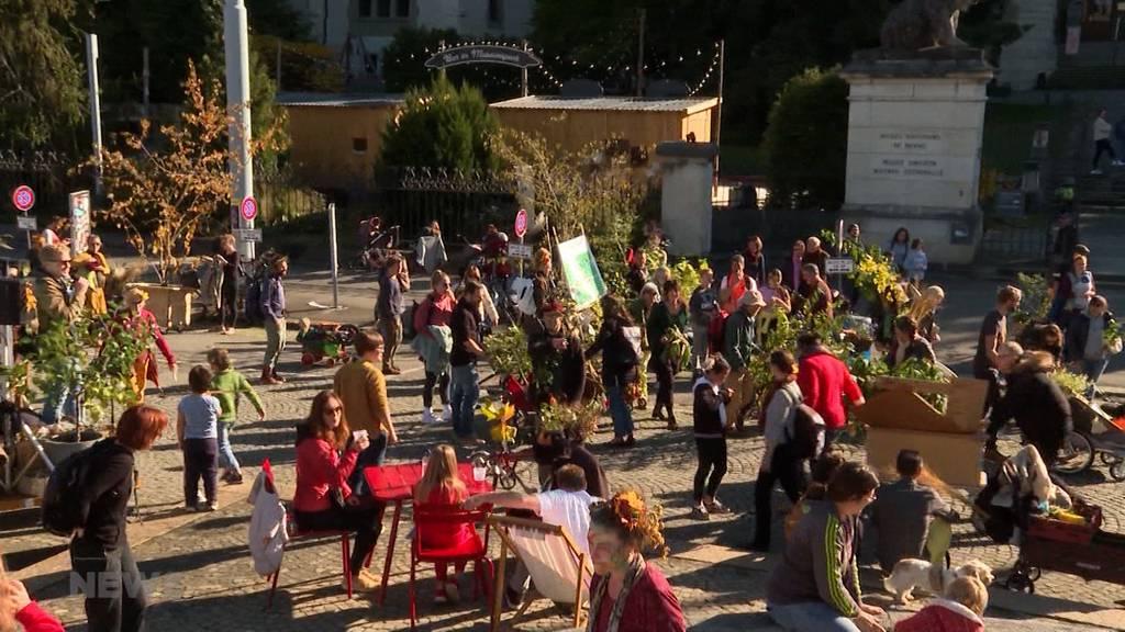 Erste Pflanzenparade zieht durch Stadt Bern