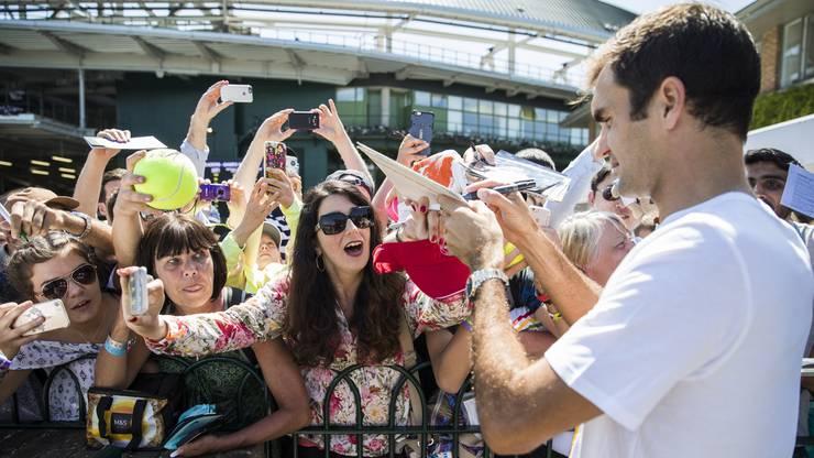 Was für die meisten Menschen ein grosses Highlight ist, ist für Neil Stubley völlig normal: Roger Federer spielen zu sehen.